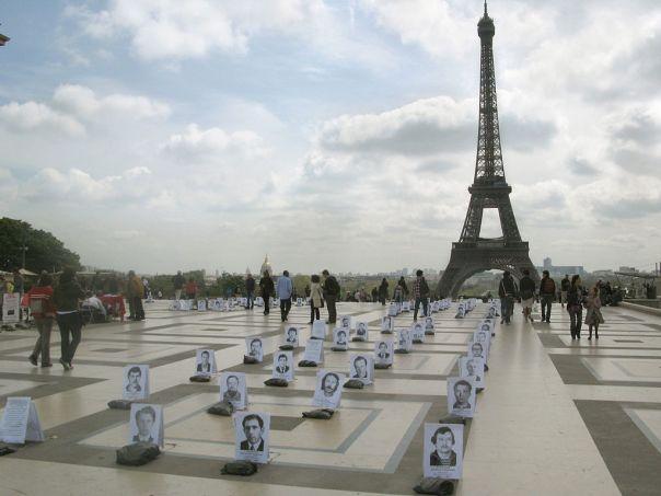1024px-IndependentWHO-Paris-26avril2010