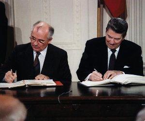 Reagan_and_Gorbachev_signing_edited