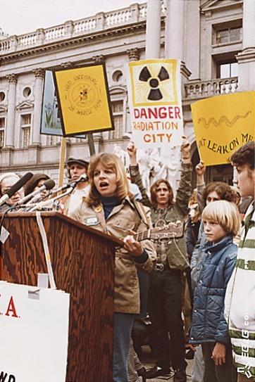 Anti-nuke_rally_in_Harrisburg_USA