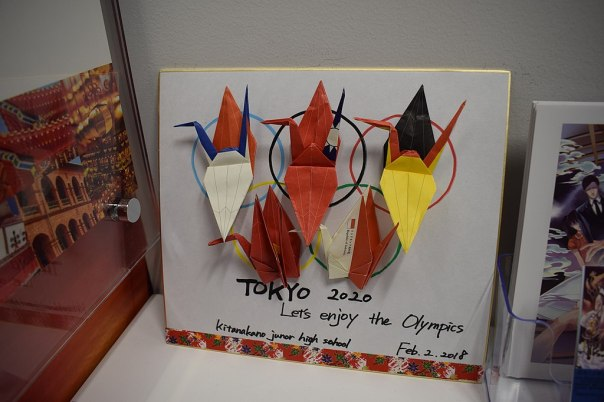 1024px-Tokyo_2020_Olympics_cranes_at_the_Taiwan_Cultural_Center_in_Tokyo