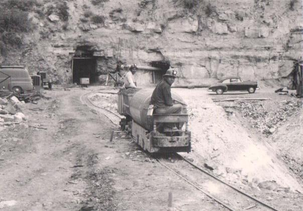 [2]Navajo miners near Cove, Ariz., in 1952- Credit serc.carleton.edu