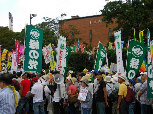Anti-Nuclear_Power_Plant_Rally_on_19_September_2011_at_Meiji_Shrine_Outer_Garden_07